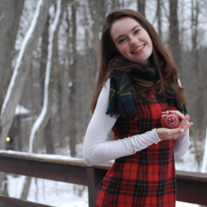 Winter fun with fresh, healthy, smilin' Fun to Eat Fruit apples! www.funtoeatfruit.com
