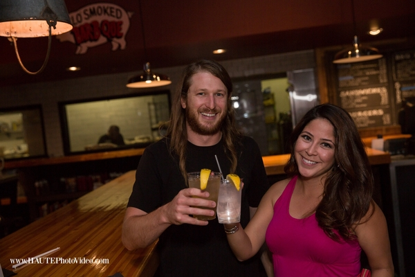 A couple with drinks garnished with Fun to Eat Fruit branded lemons.