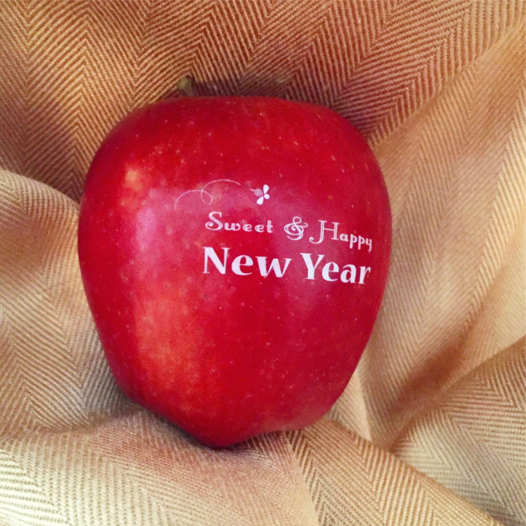 For a sweet and happy New Year, surprise your guests with Fun to Eat Fruit Rosh Hashanah apples! Choose from 2 edible, Judaic designs! We ship the apples washed, imprinted and ready-to-enjoy! www.funtoeatfruit.com #RoshHashanah #RoshHashana #Jewish #Apples #Favors #JewishFood