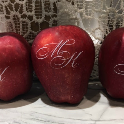 Did you know wedding experts say that personalized Fun to Eat Fruit apples and oranges are the best items to put in your welcome bags for your wedding guests? It's an awesome, heart-healthy snack! Click to learn more! www.funtoeatfruit.com #welcomebags #weddingwelcomebags #weddingplanning #weddingideas #fruit #monograms #weddingfavors #personalized