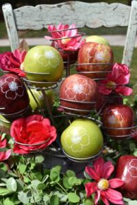 Fun to Eat Fruit apples imprinted with edible flowers are the perfect snacks and party favors, especially backyard Potting Parties in your very own garden! Click to read the blog all about this fun party designed by GiggleLiving.com. www.funtoeatfruit.com #garden #partyideas #kidspartyidea #spring #summer #gardenparty #partyfavors #ediblepartyfavors