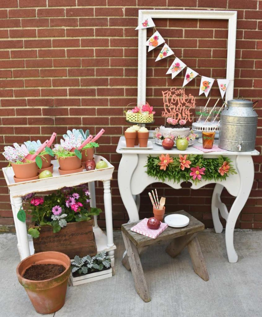 Host a Garden Potting Party with your friends! For fun party ideas including personalized, branded Fun to Eat Fruit apples imprinted with edible flowers to potted cupcakes and a cake covered with crushed cookie dirt! Party designed by GiggleLiving.com. Click for details! www.funtoeatfruit.com #garden #partyideas #brandedfruit #brandedapples #spring #summer #gardenparty #ediblepartyfavors #partyfavors