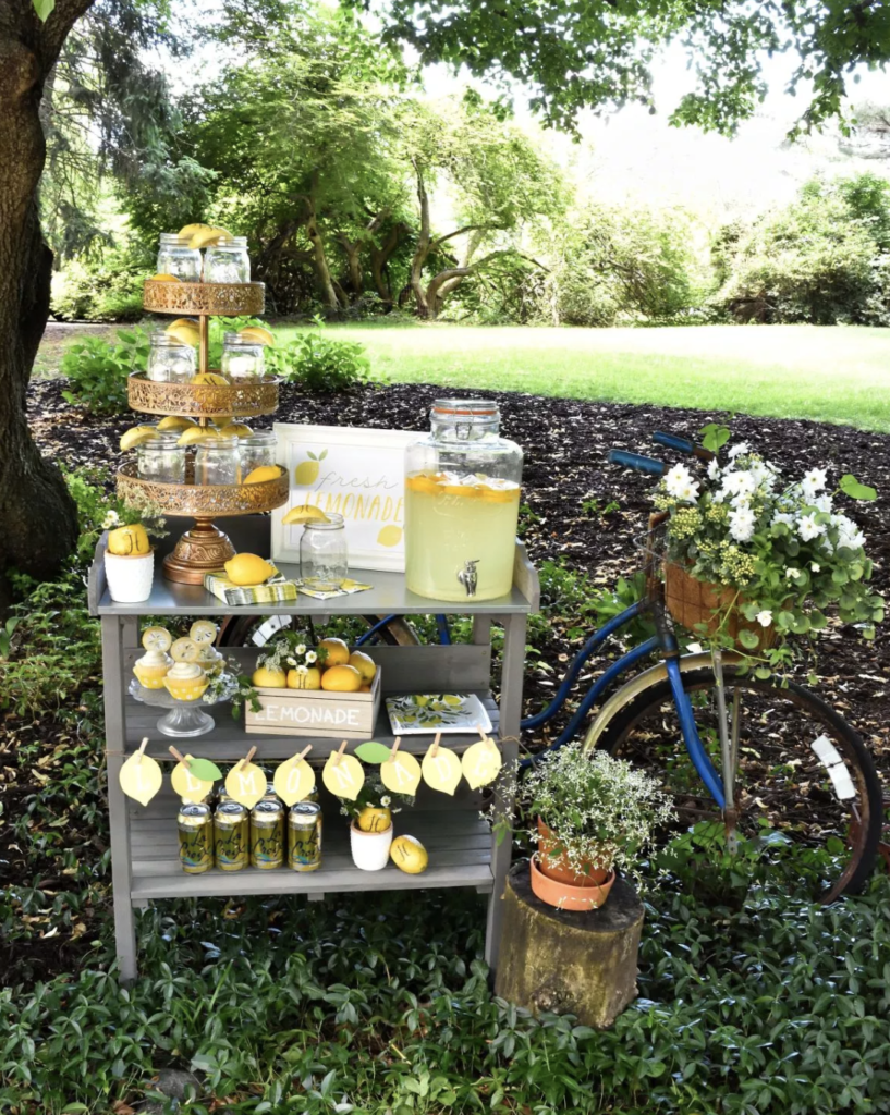 Summertime and the living is easy! Perfect for setting up an old-fashioned, lemonade stand for your next party! Read our post for a new twist on the old fashioned lemonade stand designed by Lori, creative party planner and owner of GiggleLiving.com. She shows us how to use Fun to Eat Fruit monogrammed lemons in 4 amazing ways! www.funtoeatfruit.com #lemons #lemonade #lemonadestand #summerpartyideas #partyideas #buffetideas