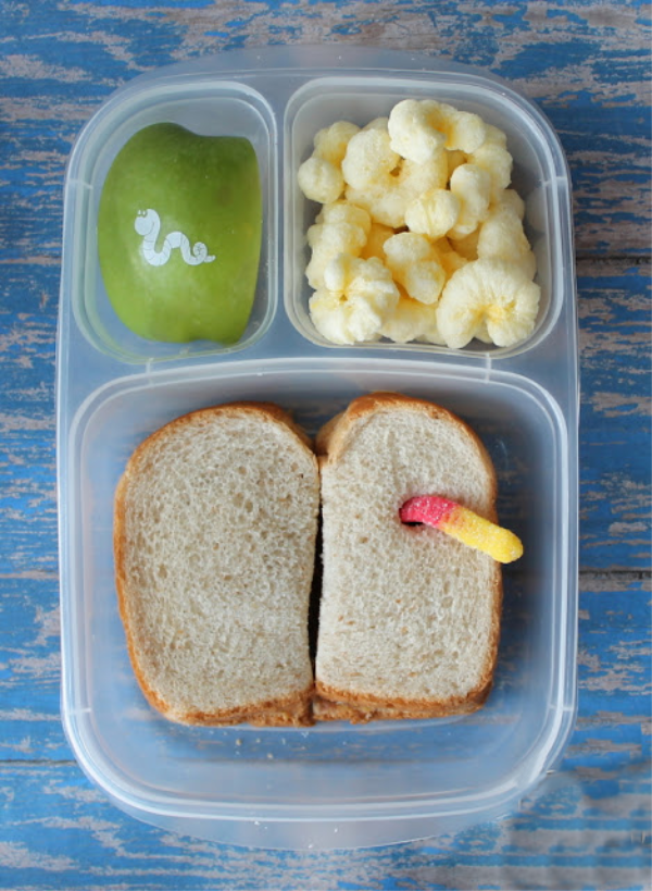 Looking for fun ideas for school lunches? We're sharing tips to make back to school special for your child, from scavenger hunts to custom, Fun to Eat Fruit imprinted green apples in their lunch box! Check out our tips for parents and teachers! Photo and lunch by Mammabelly's Lunches with Love. www.funtoeatfruit.com #backtoschoolideas #classroomideas #healthysnacks #schoollunch #lunchideas #firstdayofschoolactivities